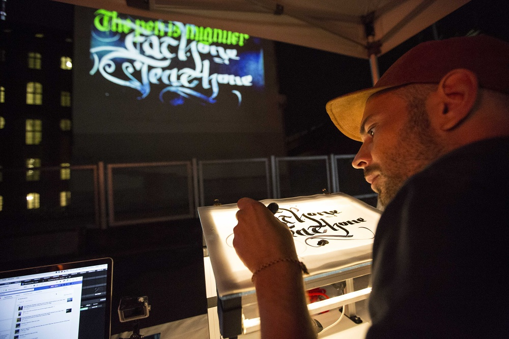 PublicArtLab – Digital Calligraffiti  Public Art Lab, Digital Calligraffiti, Lange Nacht der Ideen, 2018, Foto: Ruthe Zuntz
