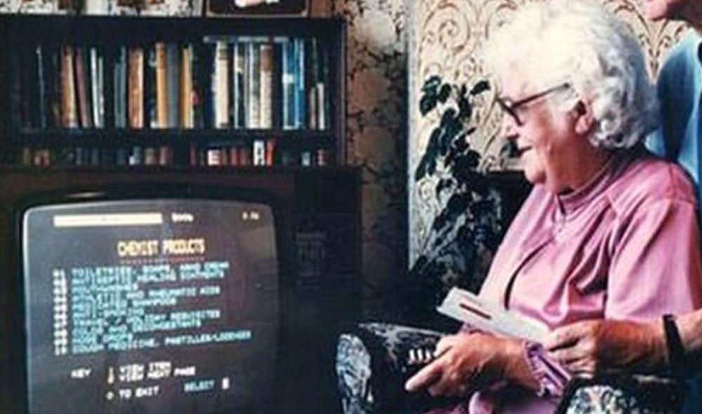 Sascha Pohflepp – Snowball Tally  Mrs Snowball beim ersten dokumentierten Einkauf per Videotext, Foto: Gateshead Council